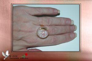 Bijou fantaisie - Bague en verre remplie de micro billes argent et rouge