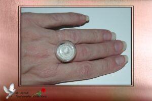 Bijou fantaisie - Bague en verre remplie de micro billes argent