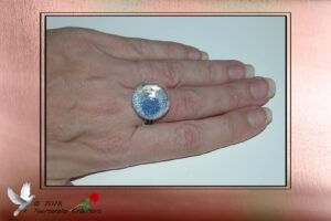 Bijou fantaisie - Bague dôme en verre remplie de micro billes bleu et argent